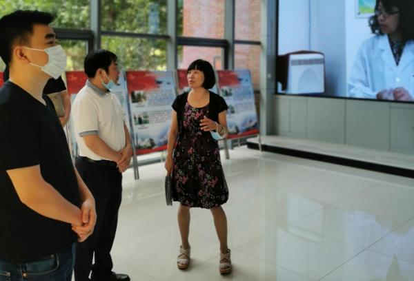 闽龙集团陈进林董事长一行到北京电子科技职业学院参观调研