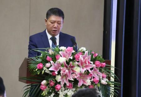 中国陶瓷工业协会副理事长、展览会组委会办公室主任董博 介绍展会筹备情况